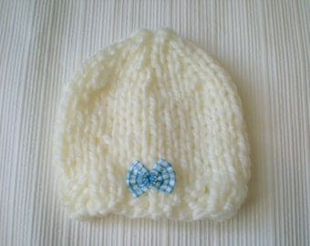 hand knitted baby hat / baby girls cap / hand knit cream baby hat with a cute bow 0-3 month