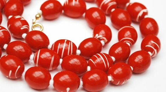 Red White Bead Necklace - Vintage Mod swirl - plastic bead necklace