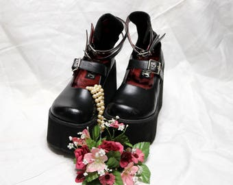 1990s Platform Mary Janes - Hot Topic - Black Faux Leather - Size 7 - Gothic - Club Shoes - Strappy
