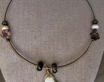 Natural Stone (Howlite) Wolf Collar Necklace