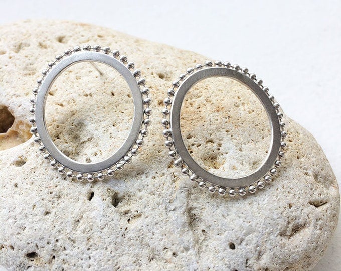 Open circle stud silver earrings - Ring earrings with dots -contemporary jewelry -geometric jewellery -unique circle earrings
