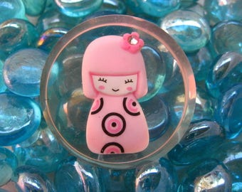 "Large fancy Kawai ""Pink"" Geisha""magnet in resin"
