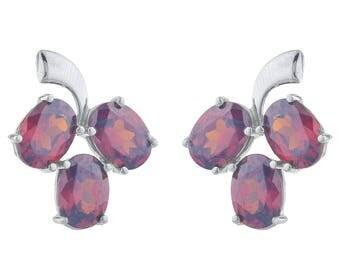 9 Ct Garnet Oval Shape Design Stud Earrings