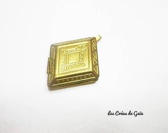 1 x diamond engraved brass Locket