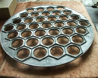 Kitchen assistant - Pelmeni Dumplings Mold, Vintage Metal Ravioli Cutter,easy. Retro Cookware, 1990s Aluminium cast form. Made in Rossia