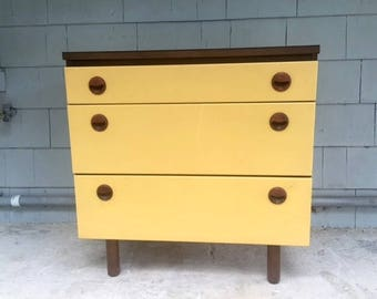 Local Pickup. Midcentury Petite Dresser/Bachelor Chest