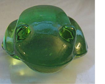 Delightfully Charming Vintage Green Glass FROG Paperweight
