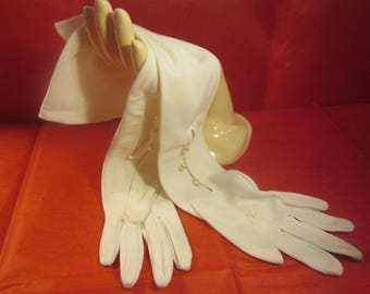 Classic Vintage Forearm-Length White Mousquetaire Opera Gloves