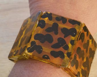 Unique Vintage 60s Yellowish Lucite And Black Painted Stretch Bracelet
