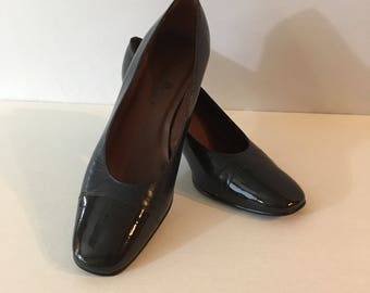 Aigner, Navy, Pumps, Women's, Vintage, Etienne, Aigner, Blue, Leather, with, Patent, Leather, Cap Toe, Size 7 M