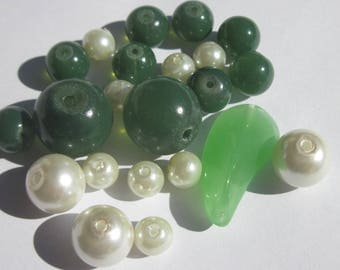 22 pear and round glass beads 6 to 23 mm (PV20-10)
