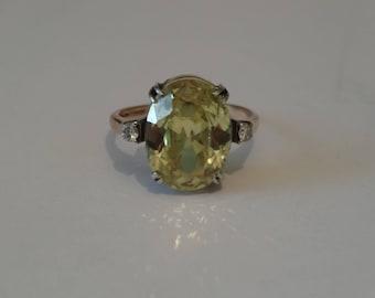 Gorgeous peridot and diamond 14 carat gold ring