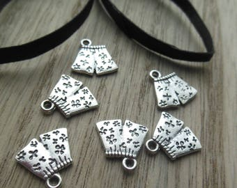 set of 6 shorts in silver metal charms