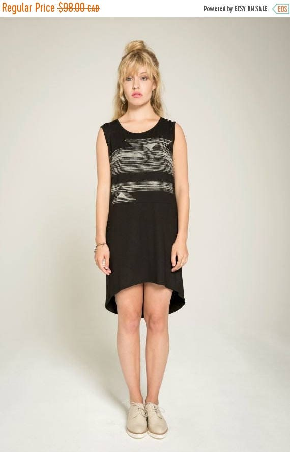 SOLDE JUST FRIEND - high-low oversize minimalist tunic for women - black with striped and triangles silkscreen