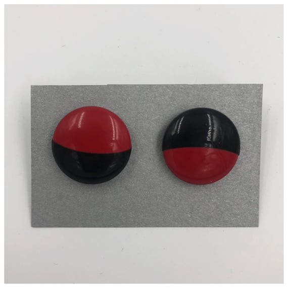 80's Two Tone Round Statement Earrings - Red Black Opposite Vintage Plastic Enamel Earrings - VTG Two Tone Circle Retro Post Back Earrings