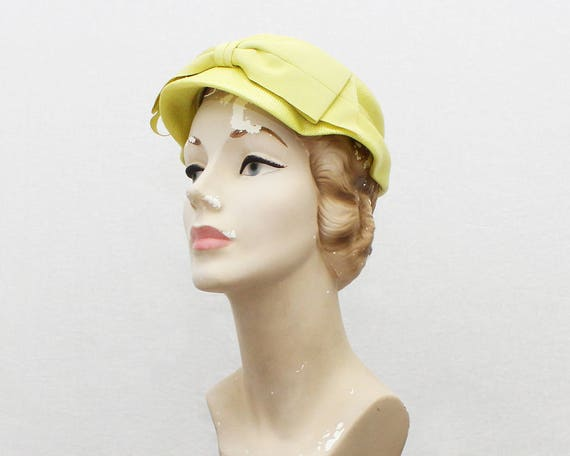 Vintage 1950s Yellow Short Brim Bow Hat