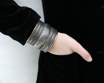 Vintage metal bangle bracelet // elephant motif