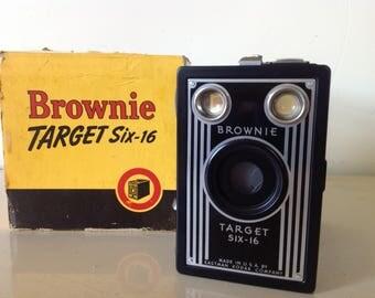 Brownie Target Six-16 Camera, Vintage Camera, Vintage Photography, Retro Photoshoot, Black Brownie Camera, Eastman Kodak Company Camera