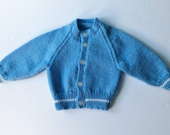 Blue raglan sleeved cardigan for babies
