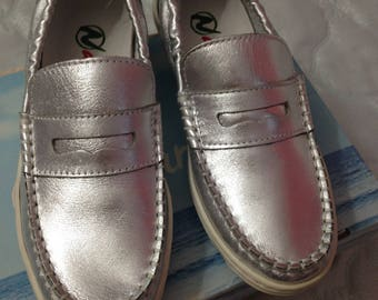NATURINO Leather girl flat shoes, size euro 32 (US 1), new with box