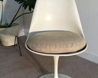 Eero Saarinen design for Knoll Mid century tulip chair