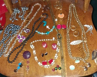 Vintage to new 28 pc all wearable jewelry lot D