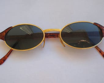 Retro Vintage  Sunglasses, Vintage 1980s Style, Brown Plastic Frames Sunglasses