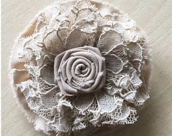 brooch lace and rose Central caramel color