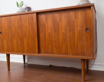 Danish Teak Sideboard / Scandinavian Teak Wood Buffet Credenza Cabinet / Hallways Cupboard Console for Storage Table