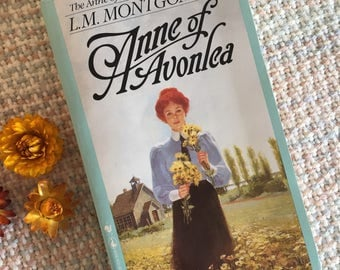 Anne of Green Gables: Anne of Avonlea, vintage book, classic novel, LM Montgomery, Lucy Maud Montgomery