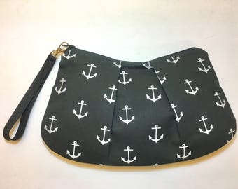 Large Anchor Print Zippered Pleated Wristlet
