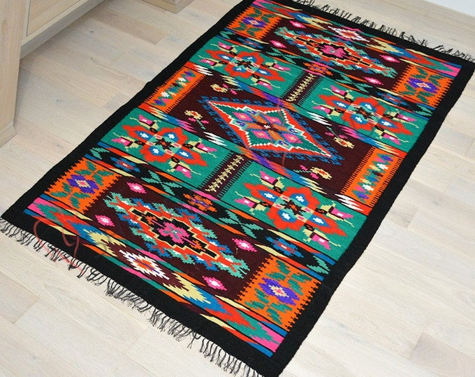 Moldovan Kilim, Floor Rugs. Bessarabian Kilim. Vintage Kilim, Rose kilim rug. Vintage handwoven wool rug.Large rug,oushak rug,persian rug