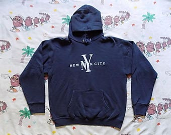 Vintage 90's New York City embroidered pullover Hooded Sweatshirt, size Medium New York NYC souvenir