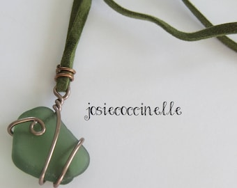 Long necklace in pale green glass beach boho-chic style