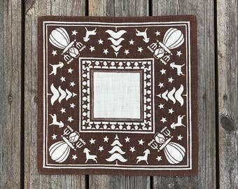 SWEDISH CHRISTMAS TABLECLOTH / Cloth / Lucia / Sweden / Swedish / Linen / Brown and white / Handprinted / Tablet / Doily