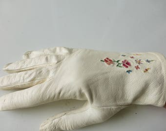 Vintage Kidskin Leather Ivory Gloves!