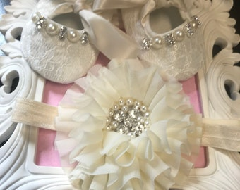 Off White/ Ivory lace baby shoes and headband set-- newborn off white / ivory christening, baptism shoes-- lace crib shoes--princess shoes
