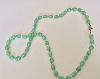 Vintage 1960s Green Marble Swirl Moonstone Beaded Necklace