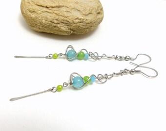 Boucles d'oreilles contemporaines longues fines et légères,  jade bleu et vert et acier inoxydable (BO24)
