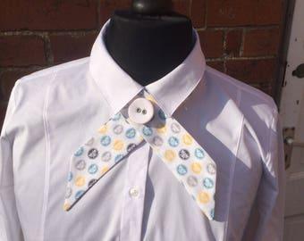 Bee print crossover necktie