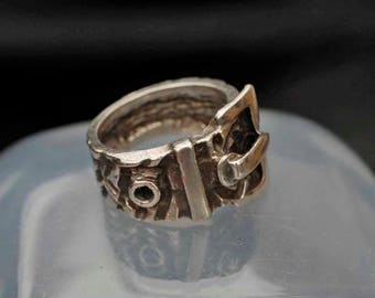 Vintage   Chunky English Buckle Ring Size O (7)