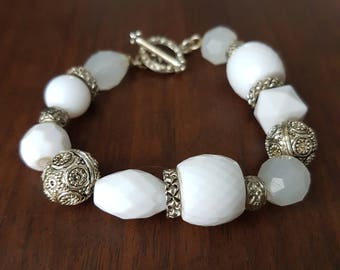 Vintage White and Silver Elegant Beaded Bracelet