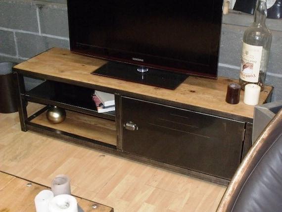 Meuble tv design industriel m tal et bois sur mesure for Petit meuble metal industriel