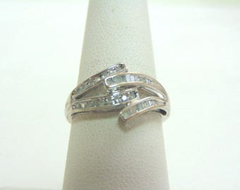 Women's Vintage Estate 10K White Gold Ring W/ Diamonds 2.0g E1360