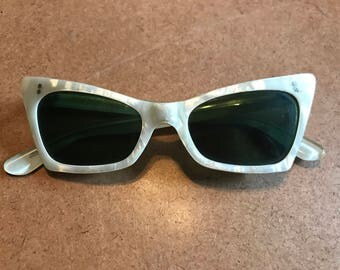 1950's pearlescent cateye sunglasses- made in France - pinup rockabilly pearl  cateye sunglasses