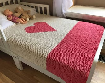 Hand knitted chunky baby heart blanket, coral nursery, pure cotton, natural knit blanket for baby girls, crib size knit blanket, modern baby