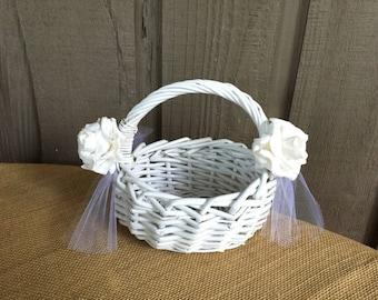 Flower girl baskets/ white flower girl baskets/ wedding baskets/ baskets for flower girls/ traditional flower girl baskets/wedding accessory