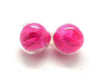 Globe earrings pink feathers