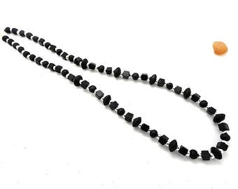 Necklace at the middle length, pearls of black wood
