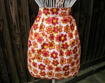 Floral Apron, Flower Power, Kitsch Apron, Vintage Apron, Half Apron, 1970s Apron, Granny Chic, Cotton Apron, 1970s Fashion, 1970s Floral